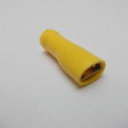 vlakstekkerhuls geel geisoleerd